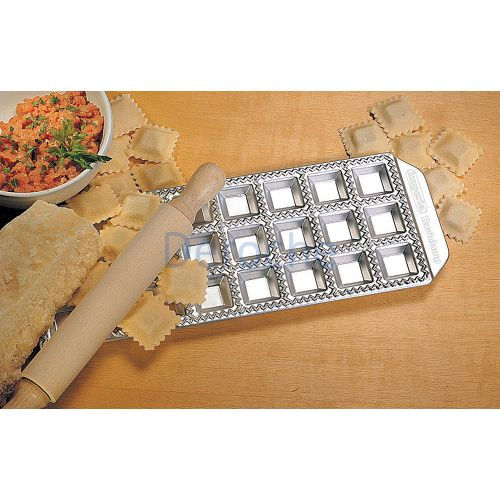 Moule 24 raviolis carrés 35 x 35 mm